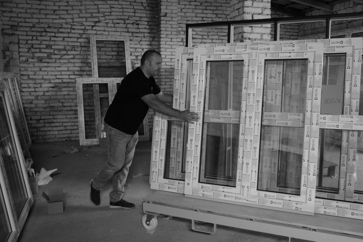 Transport okien przedmontażem